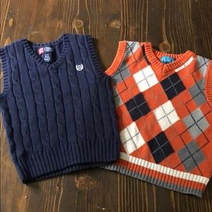 Lot of two sweater vests